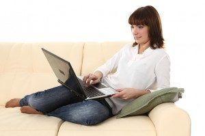 Travailleur à domicile : salarié ou indépendant ?