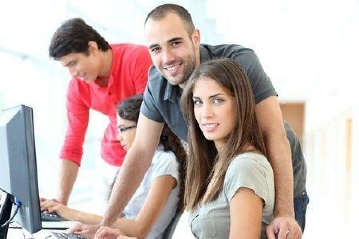 web designer lucrează de la domiciliu