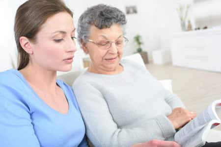 compétences à avoir pour devenir accompagnateur de personnes âgées