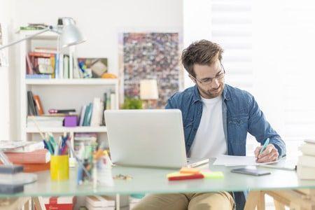 Si vous travaillez de chez vous, voilà 13 astuces que vous devriez connaître.