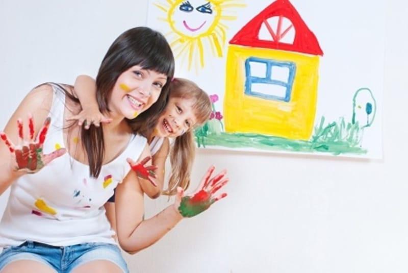 devenir garde d'enfant à domicile