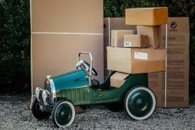 Travailler chez soi pour faire des emballages de colis ou de lettres