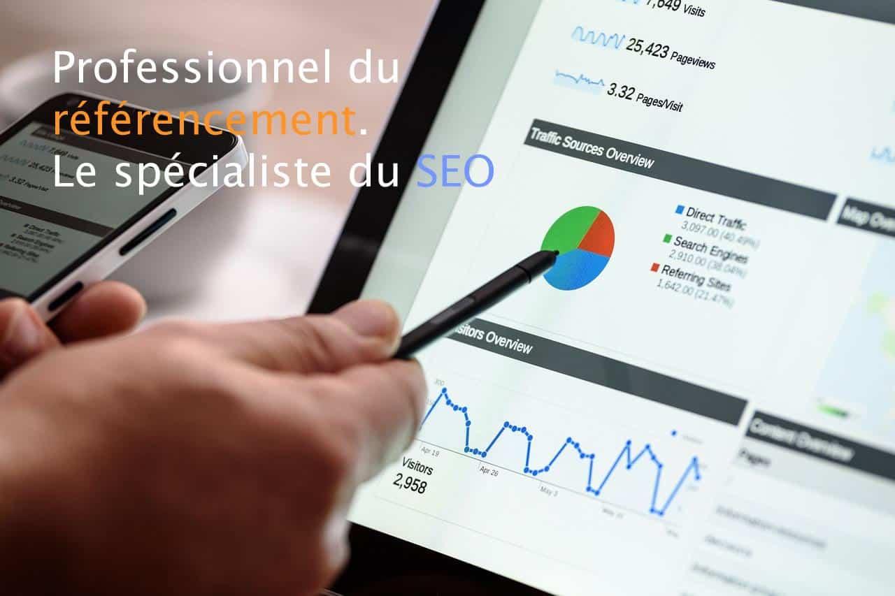 Main avec stylet posée sur écran affichant des statistiques web